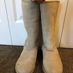 Classic Tall Uggs in Sand size 8